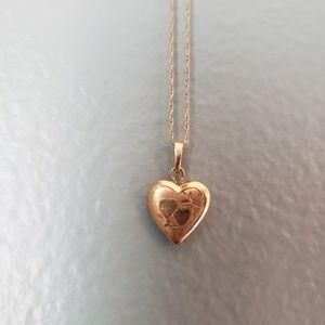 Jewelry - Gold necklace Locket